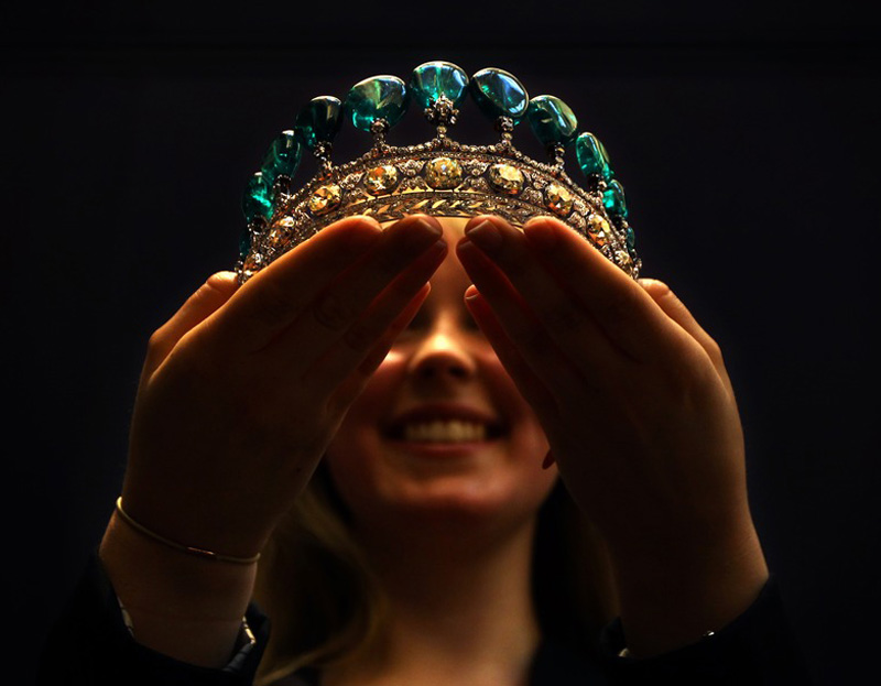 Magnificant-and-Rare-Emeral-and-Diamond-Tiara-1