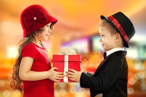 дарим подарки