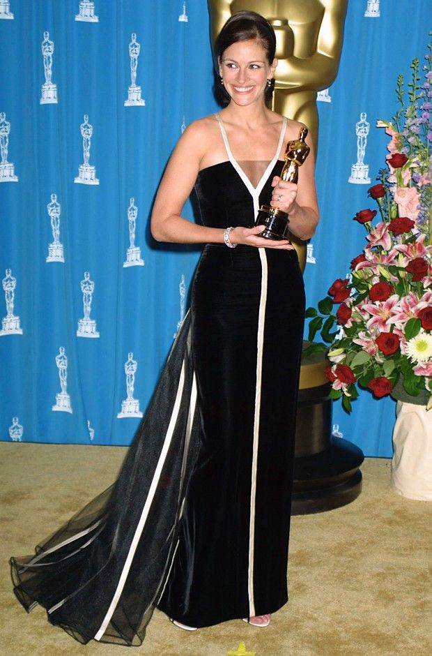 Julia Roberts in vintage Valentino, Oscars 2001